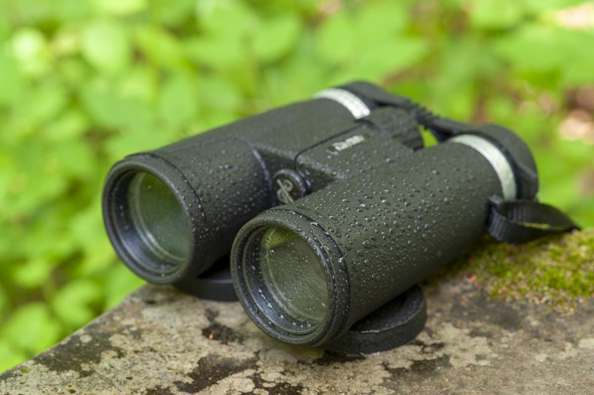 ↑本体は防水仕様(IPX4)。水辺はもちろん、突然の雨に降られたり、星空観察など結露しやすい状況でも安心して使える