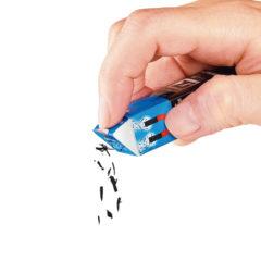 ↑消しクズは内蔵のネオジム磁石で一気に吸着。捨てるのは、ゴミ箱の上でスリーブ底のつまみを押し出すだけのワンタッチで完了