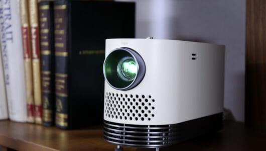 映像を大画面で楽しめる「LG CineBeam(シネビーム)」は、プロジェクター単体でネット利用もできちゃう