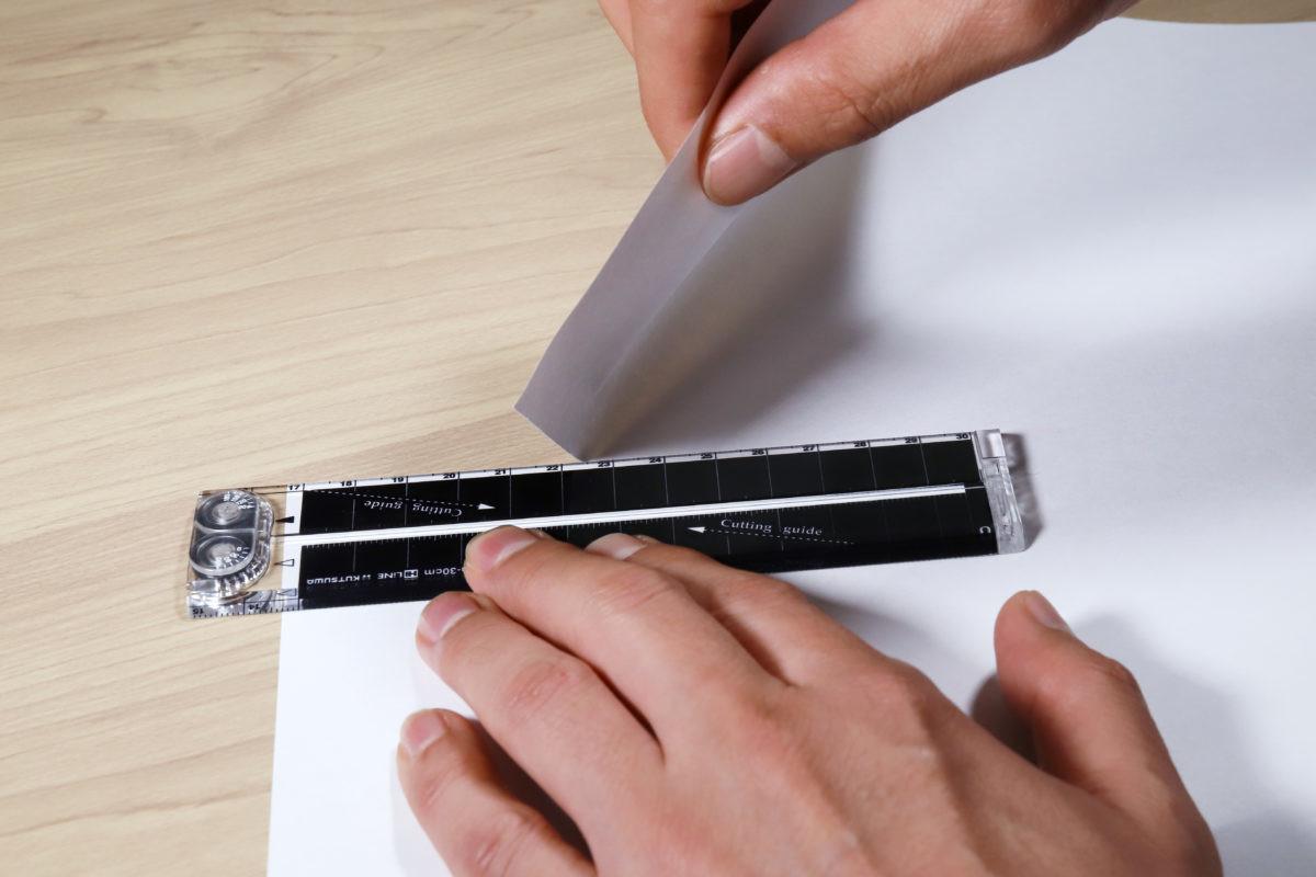 ↑エッジ角が45°と鋭い(といっても手を切るほどではない)ので、コピー用紙ぐらいなら気持ち良く切れる
