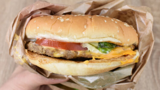 4種のチーズがめちゃくちゃ濃厚! ジュワリと肉汁もあふれだすバーガーキング「クアトロチーズワッパー」