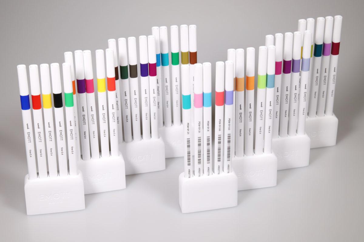 ↑5色セット(税抜き1000円)×8で全色が揃う。他のサインペンではあまり見られないような色もあって、ワクワク感がすごい