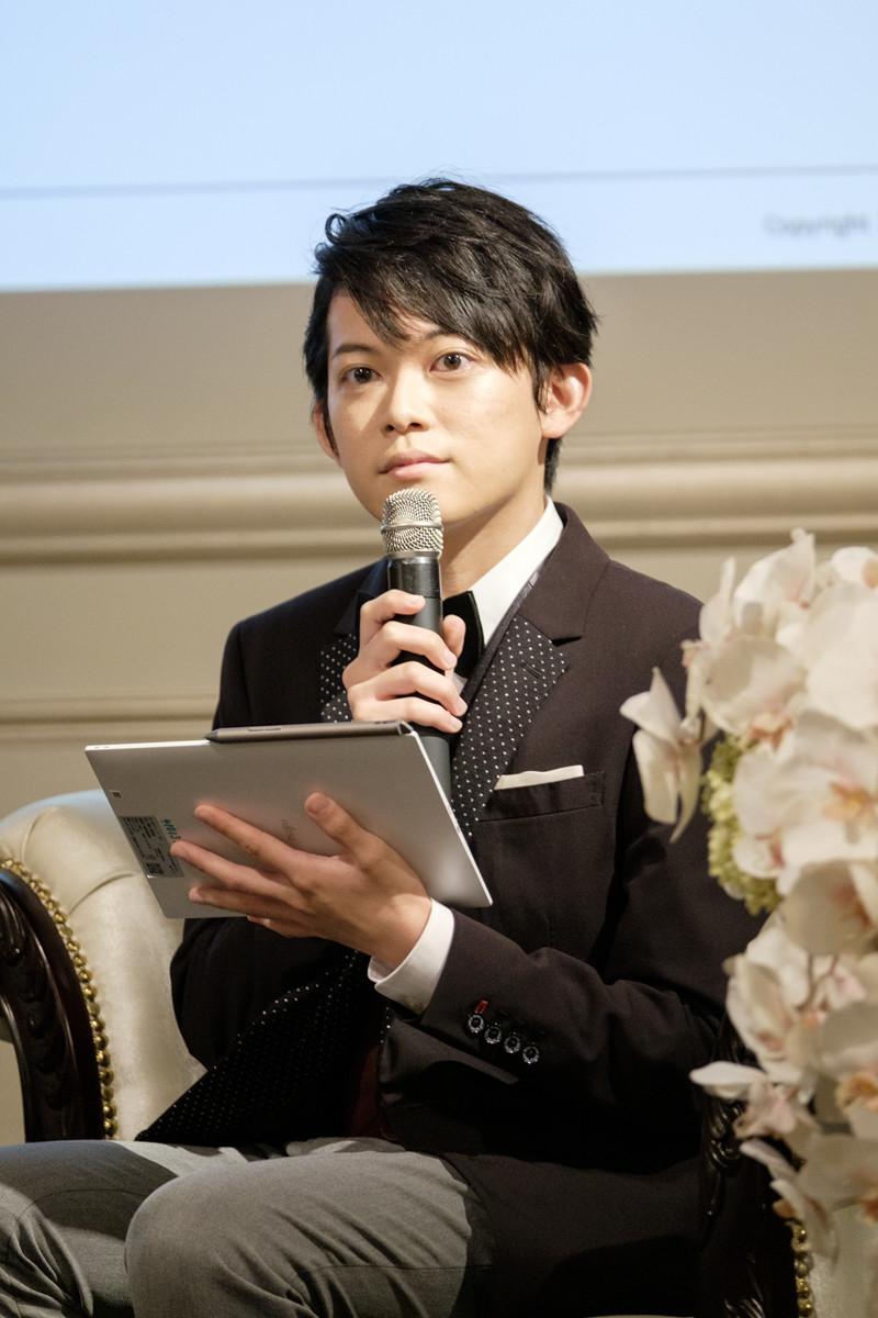 ↑発表会後のトークセッションに登場した現役東大生の松丸亮吾氏。「RIDDLER」の代表取締役としての顔も持つ