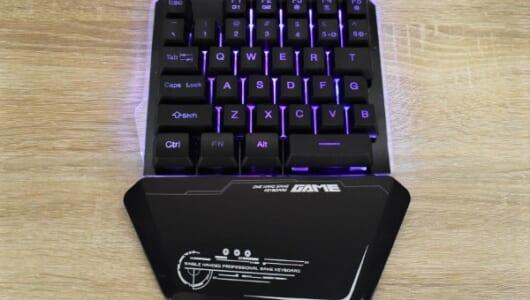 マクロ記録も搭載! 本格派なのにド派手な見た目のゲーミングキーボード「One handed Gaming Keyboard」レビュー
