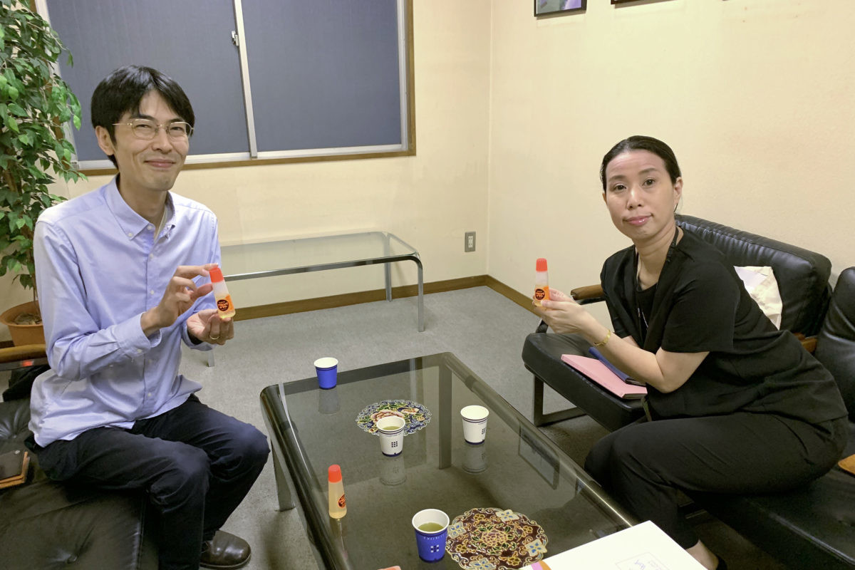 ↑ヤマト本社の会議室にて。高橋さん(左)とヤマト広報の宿谷さん(右)