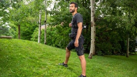 新しい身体感覚!? 歩行と走行をラクにする「パワードスーツ」で生活も変える
