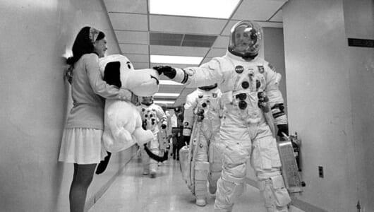 月に行った最初のビーグル犬! NASAとスヌーピーが「月面着陸50周年」を盛大にお祝い