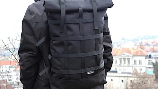 アンダー3万で探す、目新しいデザインの黒バックパック