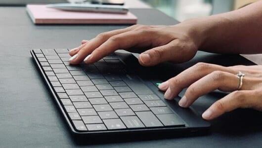 キー表面をなぞるとタッチパッドに変化するキーボードってない? ……あります、それは「mokibo」です