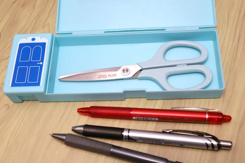 ↑コンパクトなペンケースにも、難なく収納可能