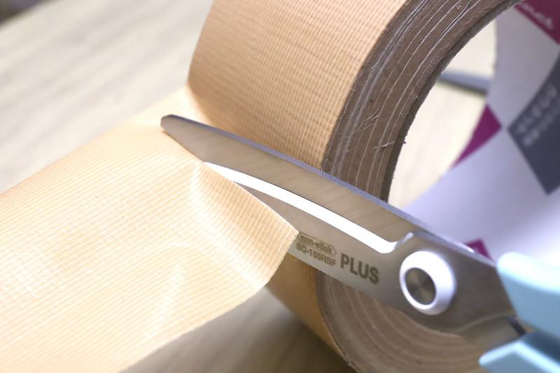 ↑ガムテープを切る際も、ネバつかずにサクサク