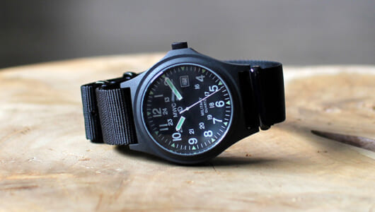秋だからこそ欲しくなる?シャツからちらりと覗かせたい「シンプルな腕時計」。