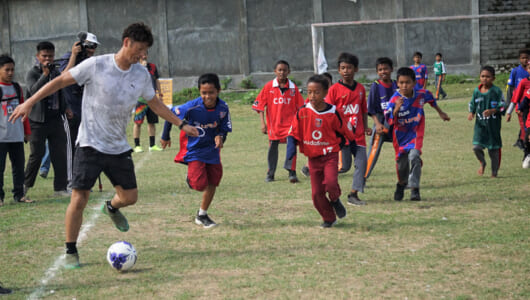 「子どもたちの笑顔が復興の力になる」――元サッカー日本代表巻誠一郎さんとインドネシア・中部スラウェシ州で復興イベントを開催【JICA通信】
