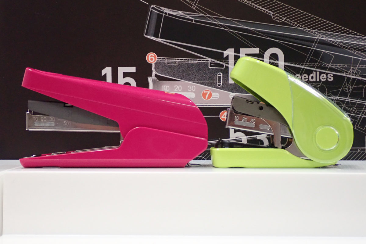 ↑HD-10TL(左)とサクリフラット(右)。サイズはHD-10TLの方が大きいが、背は低くスマートな印象。機構的にも強度が出せるので、耐久性も従来の3倍を謳っている