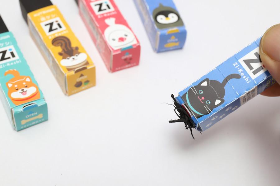 ↑黒猫ちゃんが磁石で集めてくれた消しカスを……