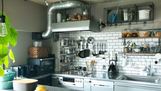 「見せる収納」でスペースを有効活用!散らからないキッチンの作り方