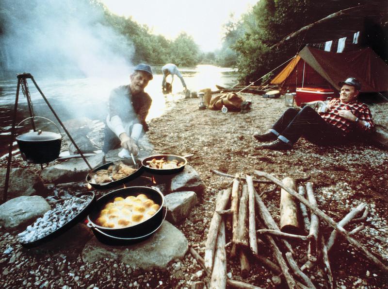 ↑ダッチオーブンとは蓋のある鋳鉄製の深鍋のこと。アメリカのNo.1キャストアイアン(鋳鉄)メーカーであるLODGEの代表作だ