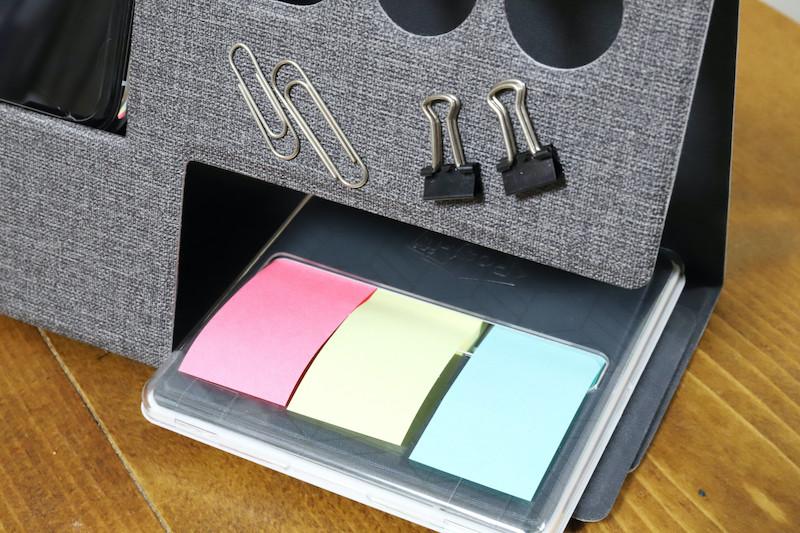 ↑前面には、マグネットでゼムクリップなどを貼り付けておくことができる。また底面にもマグネットがあるので、スチールデスクに固定しやすいのだ