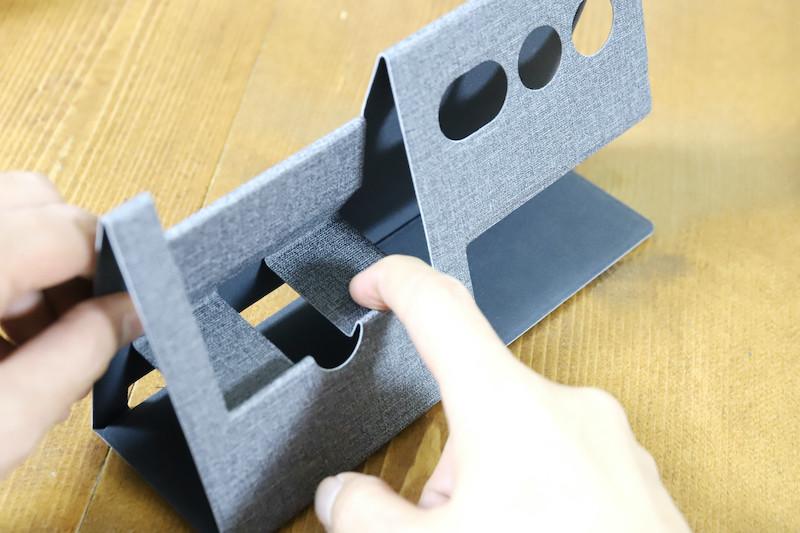 ↑展開は、折り目をパコパコと曲げていくだけの手軽さ。慣れれば本当にあっという間だ