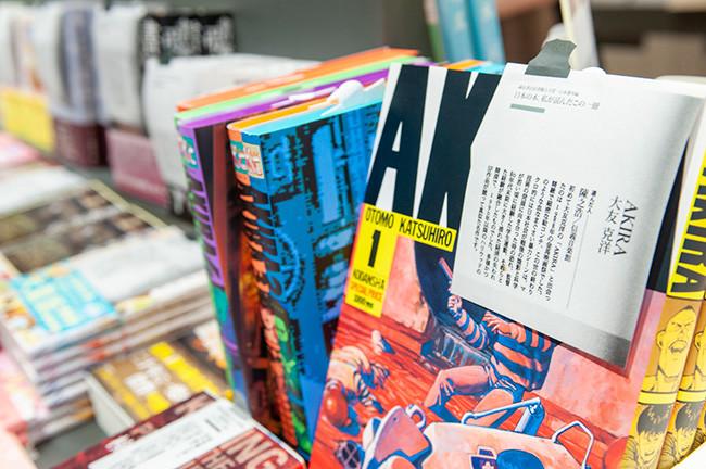 ↑本につけられたポップは書店員が作ったものだけを使用するのが誠品書店のこだわりのひとつ。思わずひとつひとつ手に取ってページを繰ってみたくなる