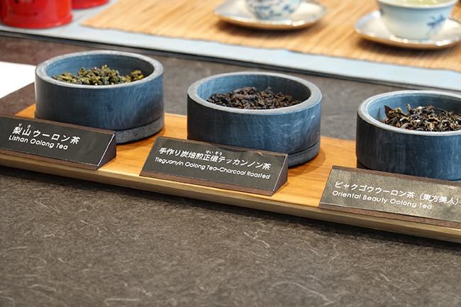 ↑高山ウーロン茶は茶葉が採れる畑の標高によっても香りが味わいが異なり、高い場所で採れるほど値段も高くなるそうだ