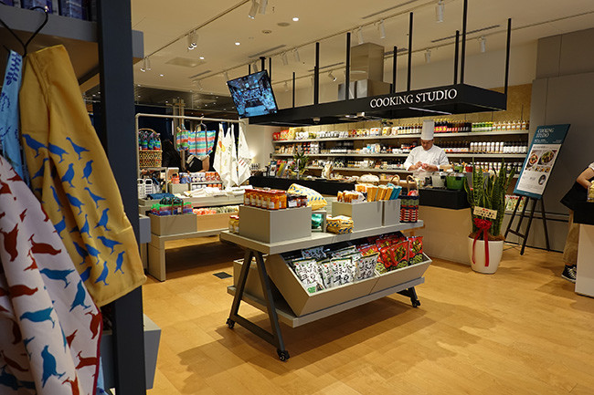 ↑店内のキッチンスタジオでは定期的にイベントやワークショップが開催される