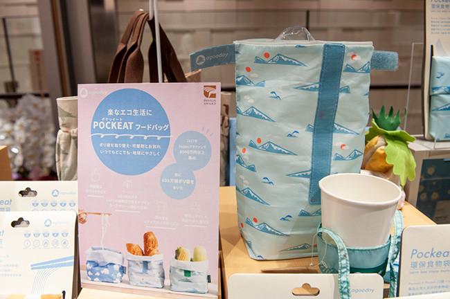 ↑折りたたみ式の買い物袋やドリンクホルダーだけでなく、麺類を入れるバッグまで揃う。屋台で麺類を持ち帰る文化が根付いた台湾ならではといえるだろう