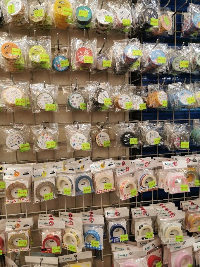 ↑壁面にズラリと並ぶ「Funtape TAIWAN」のマスキングテープ