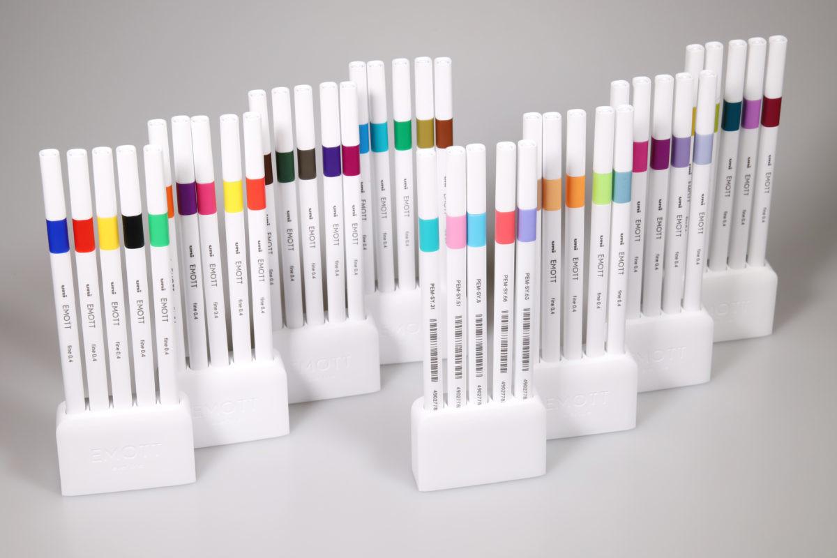↑40色の中からカラーコーディネートされた5色セットも人気の「EMOTT(エモット)」(三菱鉛筆)