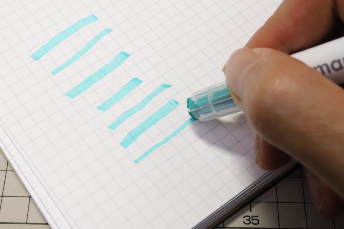 ↑慣れるまでは、紙に当てる角度によって線幅が狂いやすい