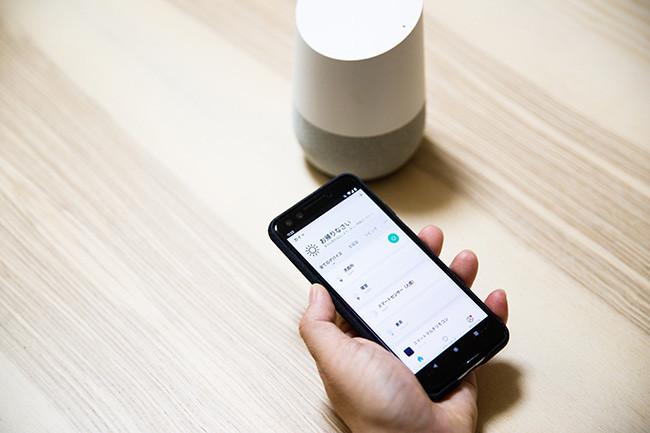 ↑そのアプリでは、スマートフォンひとつで家中の連携するデバイスを一元管理