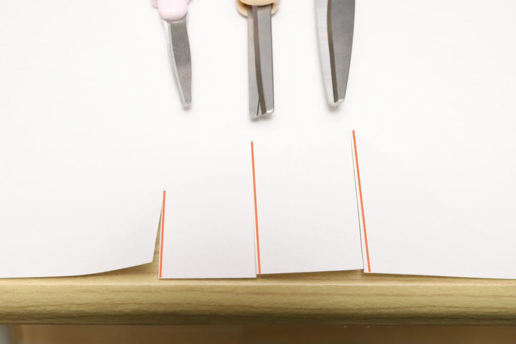 ↑左からツイッギーポーチ/サクサポシェ/G-SLIMで、紙の1枚切りを行った。何の問題もなく刃渡りの長さ分が気持ち良く切れる