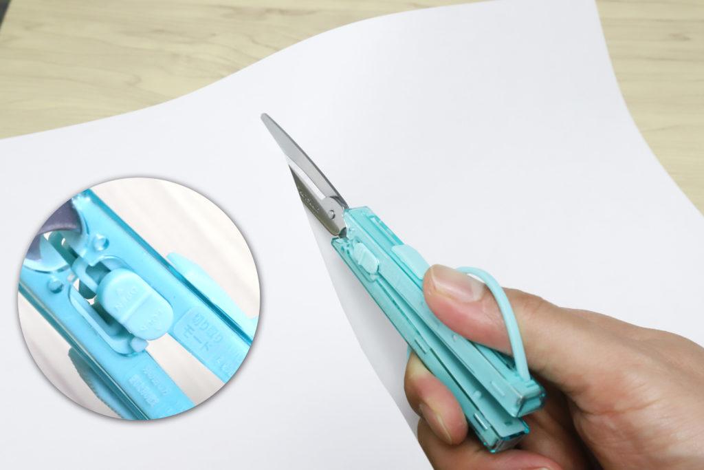 ↑G-SLIMは刃を開いたまま安全ロックをかけることで、刃角を15°に固定できる。このまま押し切るのがペーパーカットモードだ