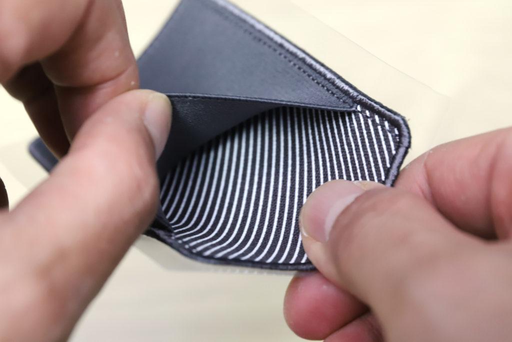 ↑ポケットのゴム生地はかなり伸縮性があり、マチはなくとも収納力に問題なし