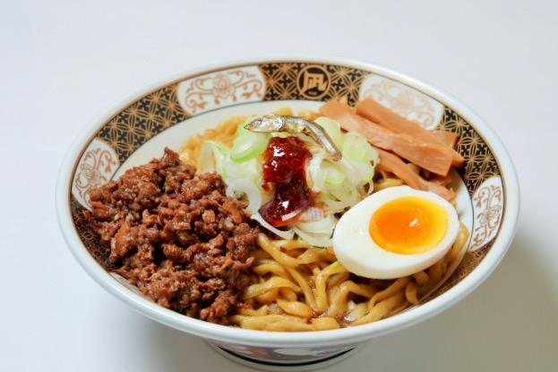 ↑「『すごい煮干油そば』お家ラーメンセット」は、送料込みで2食分2980円から(写真の丼、玉子、ネギは含まれない)