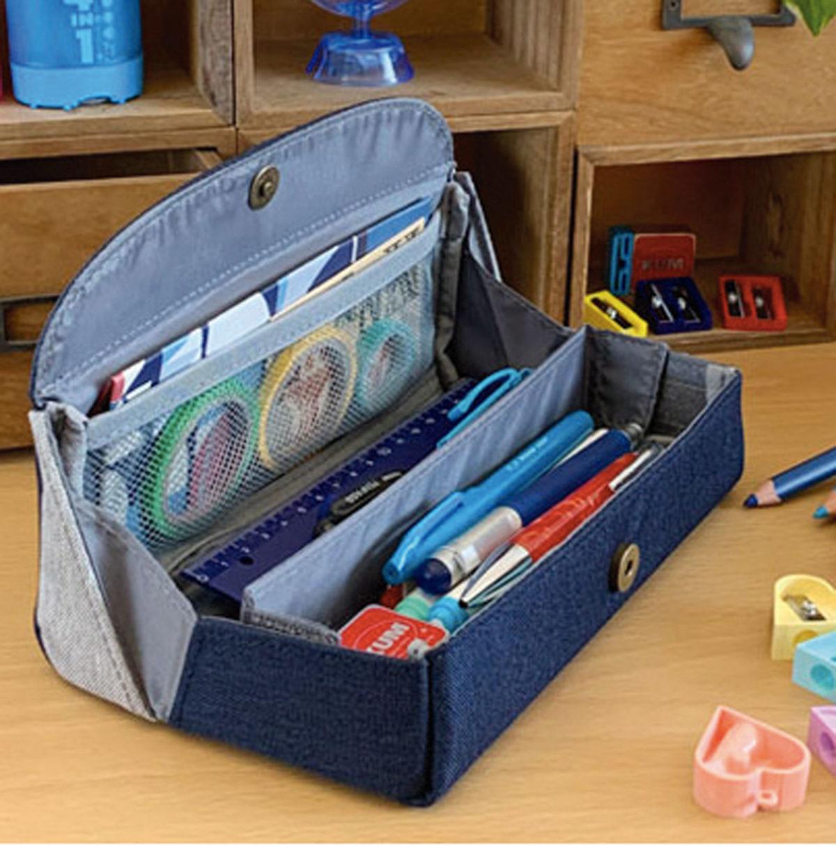 ↑可動式の仕切りとメッシュの小物ポケットが付いていて、大容量ながらも中身を見やすく整頓できる。ポリエステル素材で軽く、サイズのわりに持ち運びやすいのもポイントだ