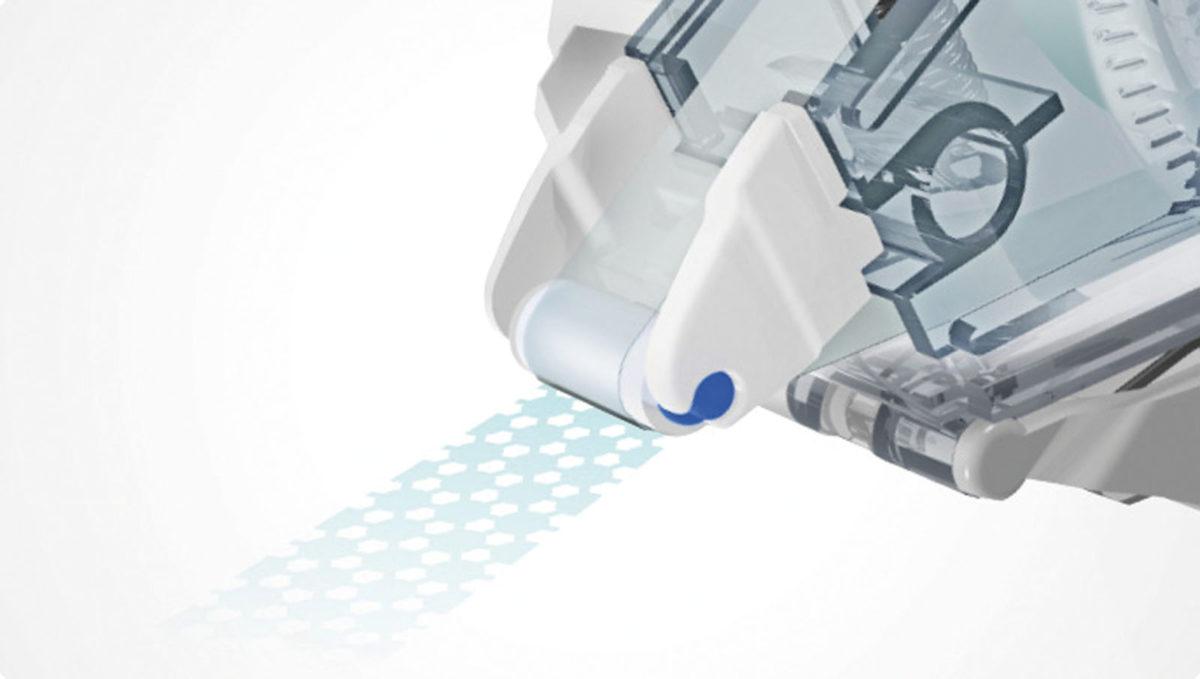 ↑のり切れの良い網目状のパワーネットテープを採用。ノートにプリントを貼るなどの「平面接着力」と、反発力のある紙を貼り合わせて長時間保持する「曲面接着力」の双方に優れるのが特徴だ