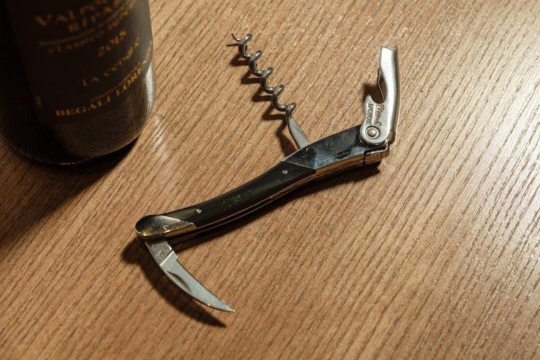 コルク 抜く を 方法 ワイン の ワインコルクの開け方裏技集!失敗してもコルク抜きなしでも大丈夫!