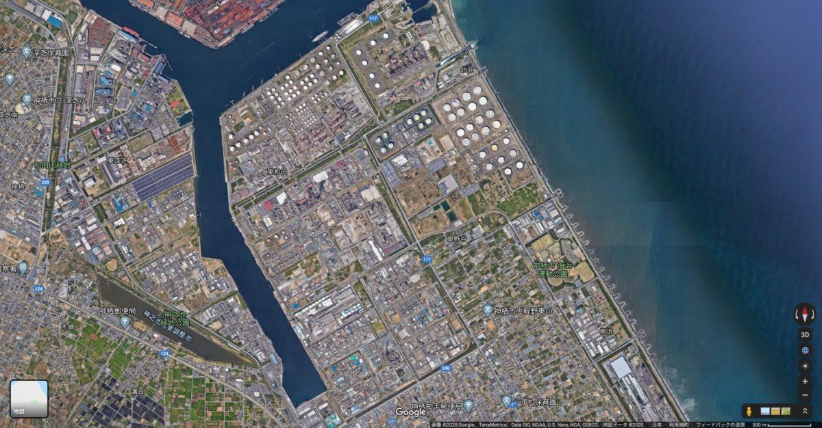 ↑鹿島臨海工業地帯。東京から80km圏内・成田空港からは約30kmに位置し、昭和30年代後半から国家プロジェクトとして開発が進みました。現在では世界最大級の掘込式人工港「鹿島港」を中心に、企業数150社余、従業員数2万2000人余りに及ぶ、日本有数の工業集積を有するコンビナートです