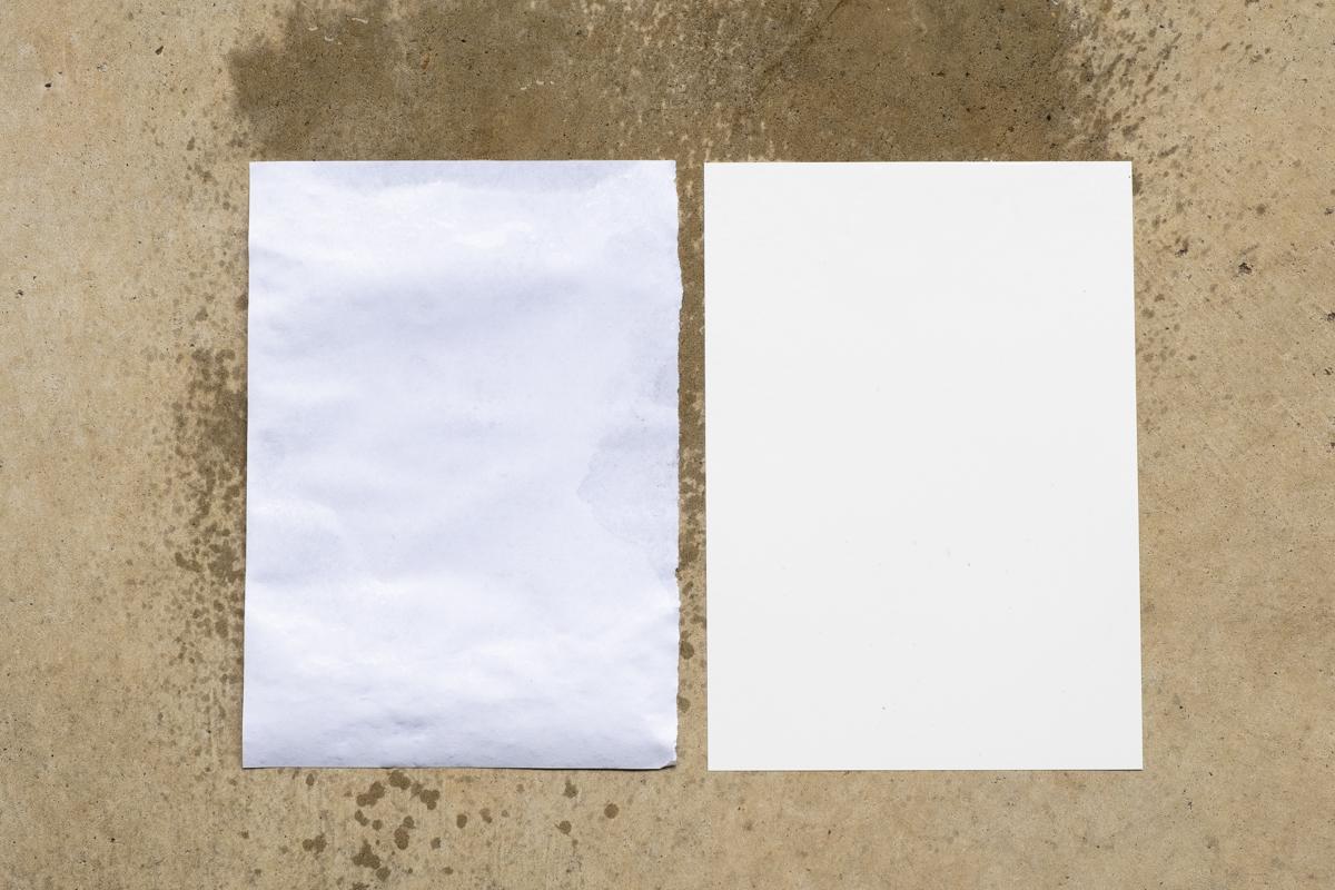 ↑通常の紙は水に濡れると、当然ビチャビチャになり使用不可に……。乾くとバリバリになったり反り返ってしまい、元のしなやかな状態には戻りませんよね。一方、ユポ紙は水分を弾くので形状に変化はありません