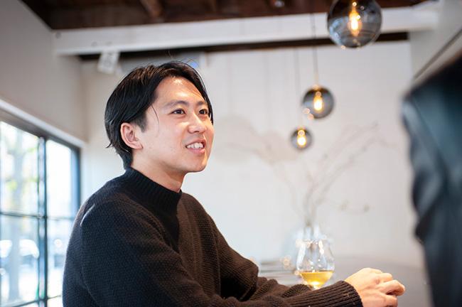 ↑「Kabi」のオーナーであり、ソムリエを務める江本賢太郎さん